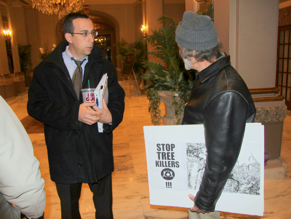 Mount vernon Place resident Arthur Kutcher confronted Andy Frank after the meeting. (Photo by Fern Shen)