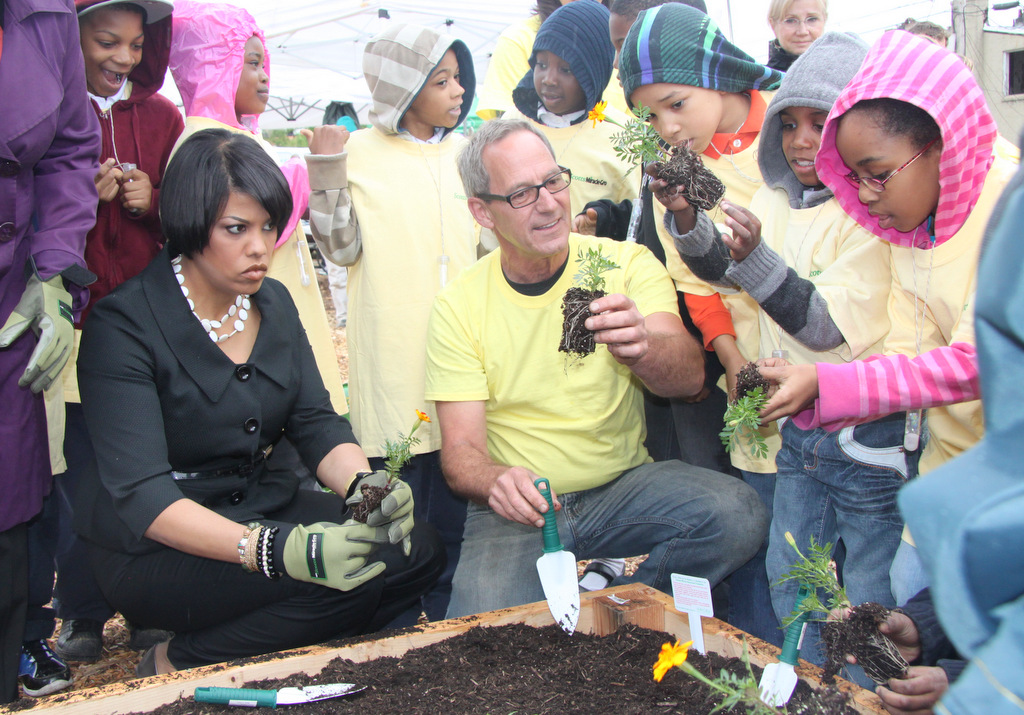 Baltimore Mayor Stephanie Rawlings-Blake joins students from F.L. Templeton Preparatory Academy at dedication of Upton Edible Garden. (Photo by Fern Shen)