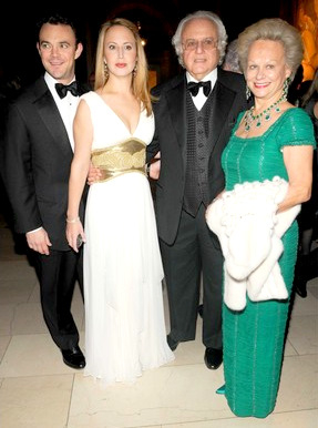 Ira Rennert, with his children (Ari and Nina) and wife Inge, at a 2009 New York charity banquet.