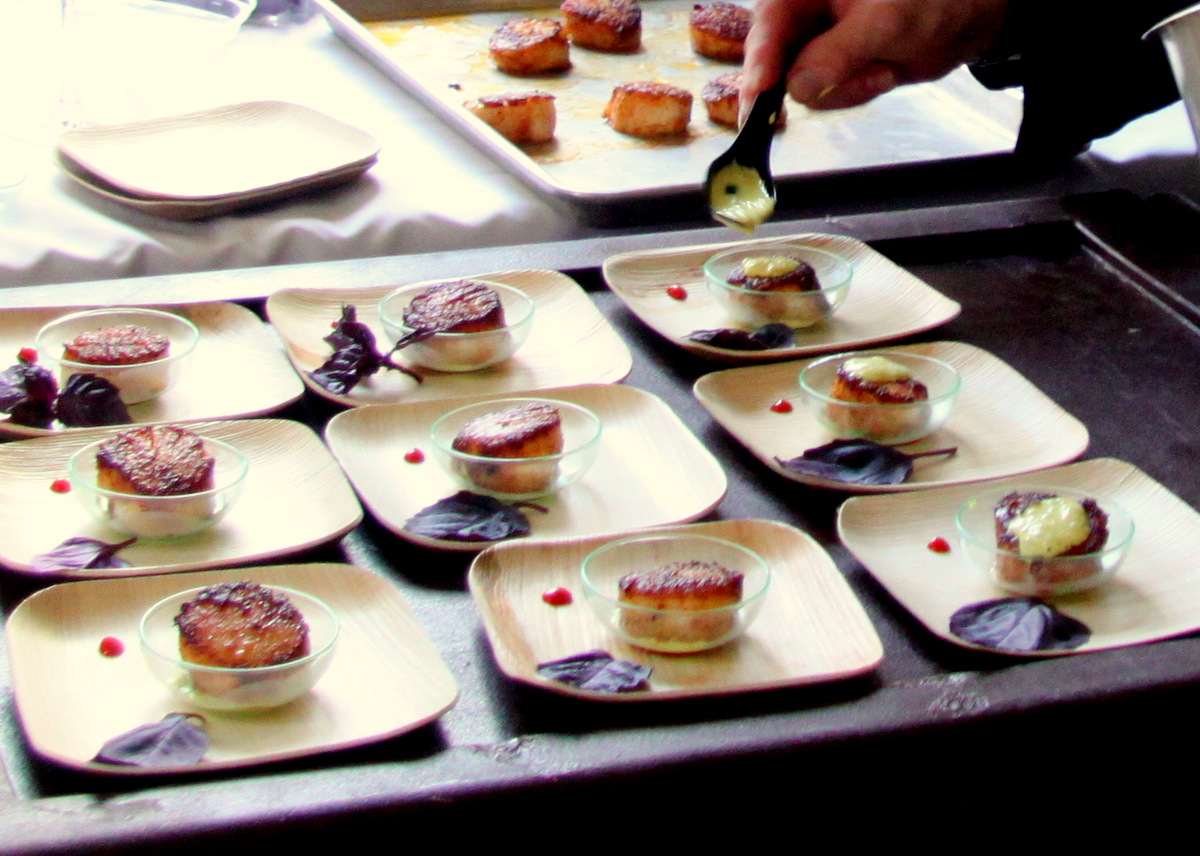 Tandoori-rubbed scallops, one of the food pairings provided by The Classic Catering People. (Photo by Fern Shen)