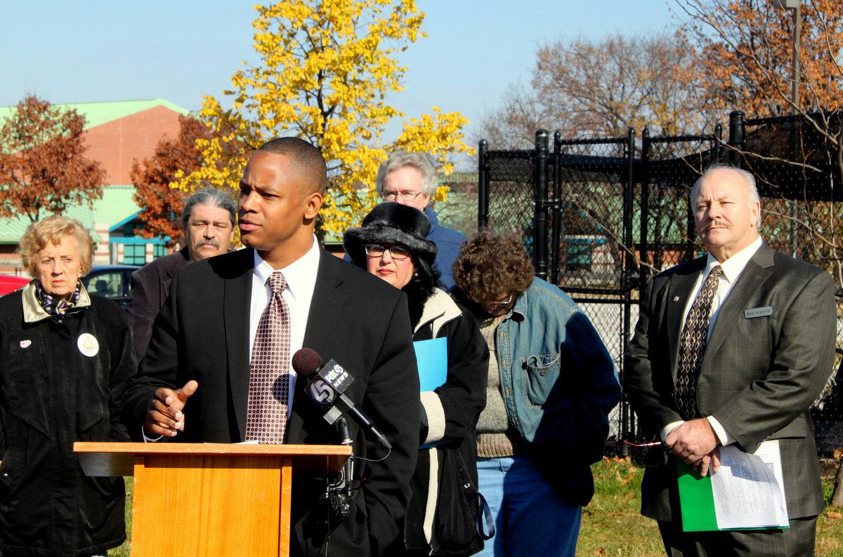 Councilman Peter Smith and (right) Mark Hranicka, vice chair of the Greater Brooklyn Park Council, spoke out against the plant. (Photo by Fern Shen)