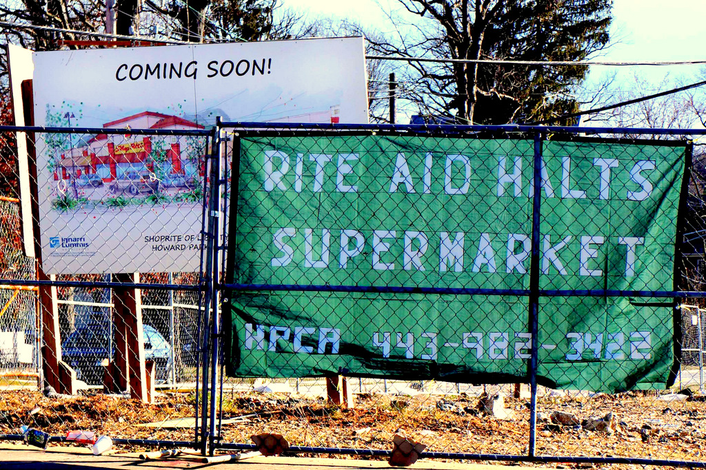 Banner placed on site of stalled ShopRite grocery store by Howard Park Civic Association. (Photo by John Schladen)