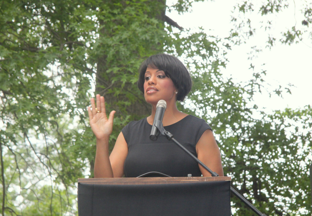 Mayor Stephanie Rawlings-Blake officiating at the marriage of 17 same-sex couples in Druid Hill Park. (Photo by Fern Shen)