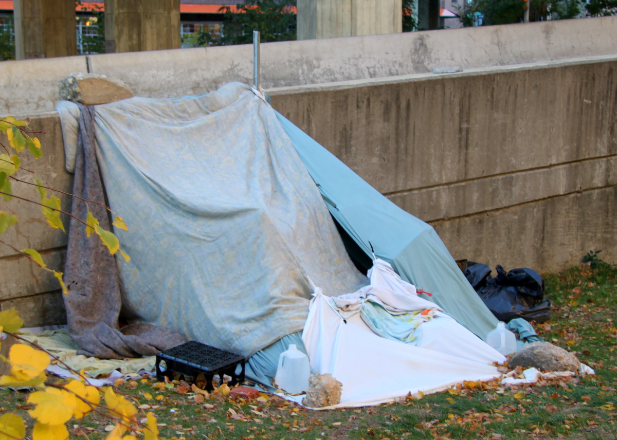 A makeshift tent shelter pitched up against I-83 on-ramp. (Photo by Fern Shen)