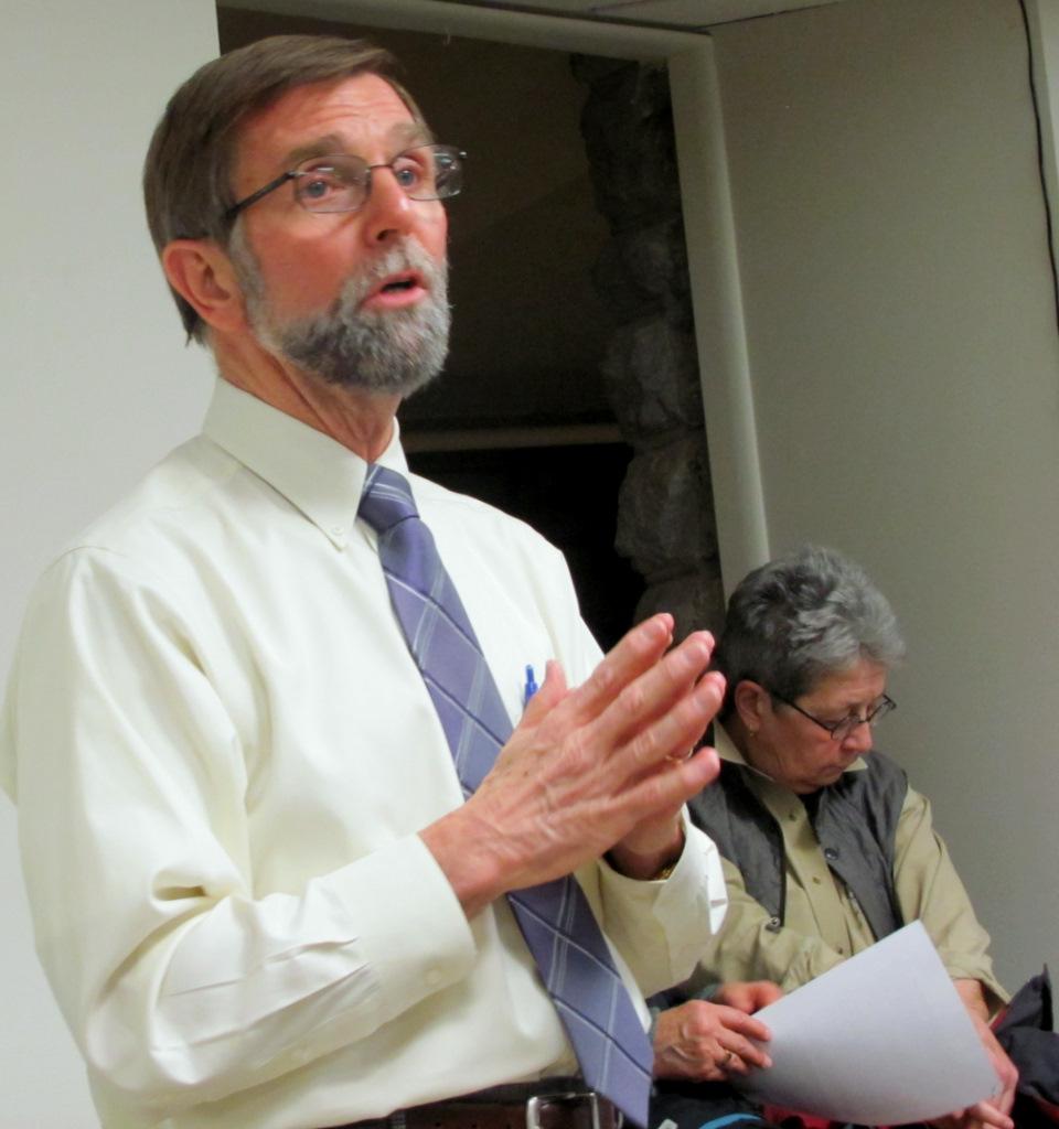 Jim Kraft speaks to park advocates at the John Booth-Eleanor Hooper Senior Center. (Photo by Mark Reutter)