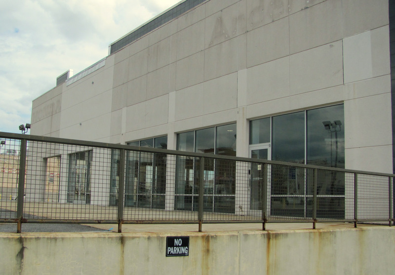 The Anderson used-car showroom on 25th and Howard streets is now vacant. (Photo by Mark Reutter)