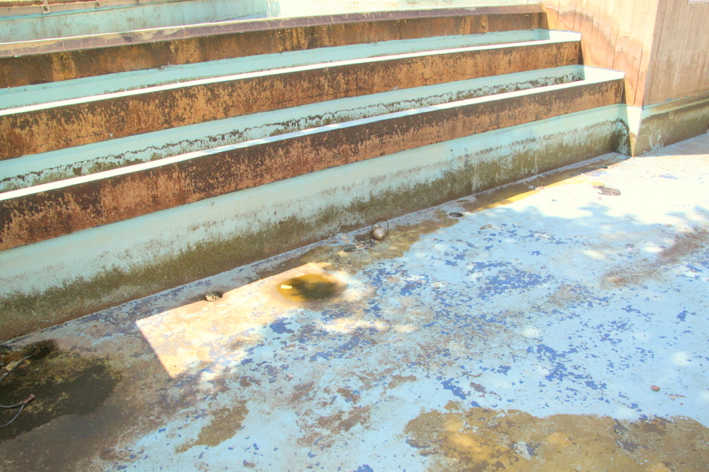 The rust-stained contours of the empty and poorly maintained McKeldin Fountain today. (Photo by Ben Halvorsen)
