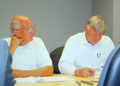 Steven Johnson and Mel Kodenski at a meeting of the city Liquor Board's rules rewrite committee. (Photo by Fern Shen)
