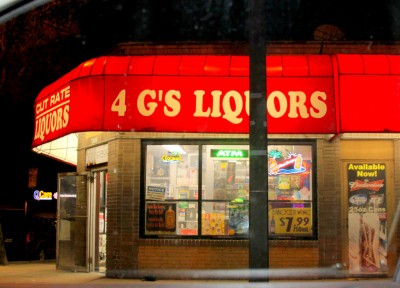 The 4 G's Liquor Store in Howard Park. (Photo by Fern Shen)