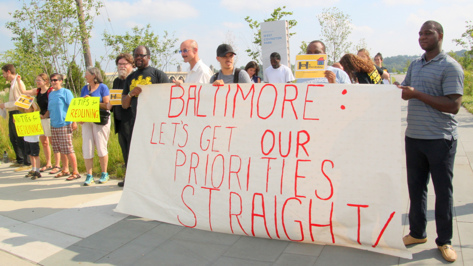 Protesters lined up outside the Sagamore-sponsored 1000 Friends event. (Fern Shen)