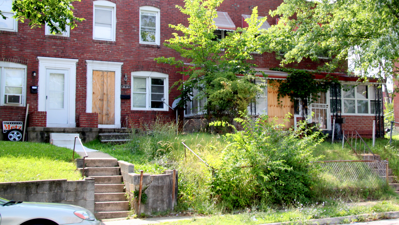 South Baltimore leaders say their agreement with Sagamore Development will help lift up their communities. Vacant houses in Cherry Hill. (Fern Shen)