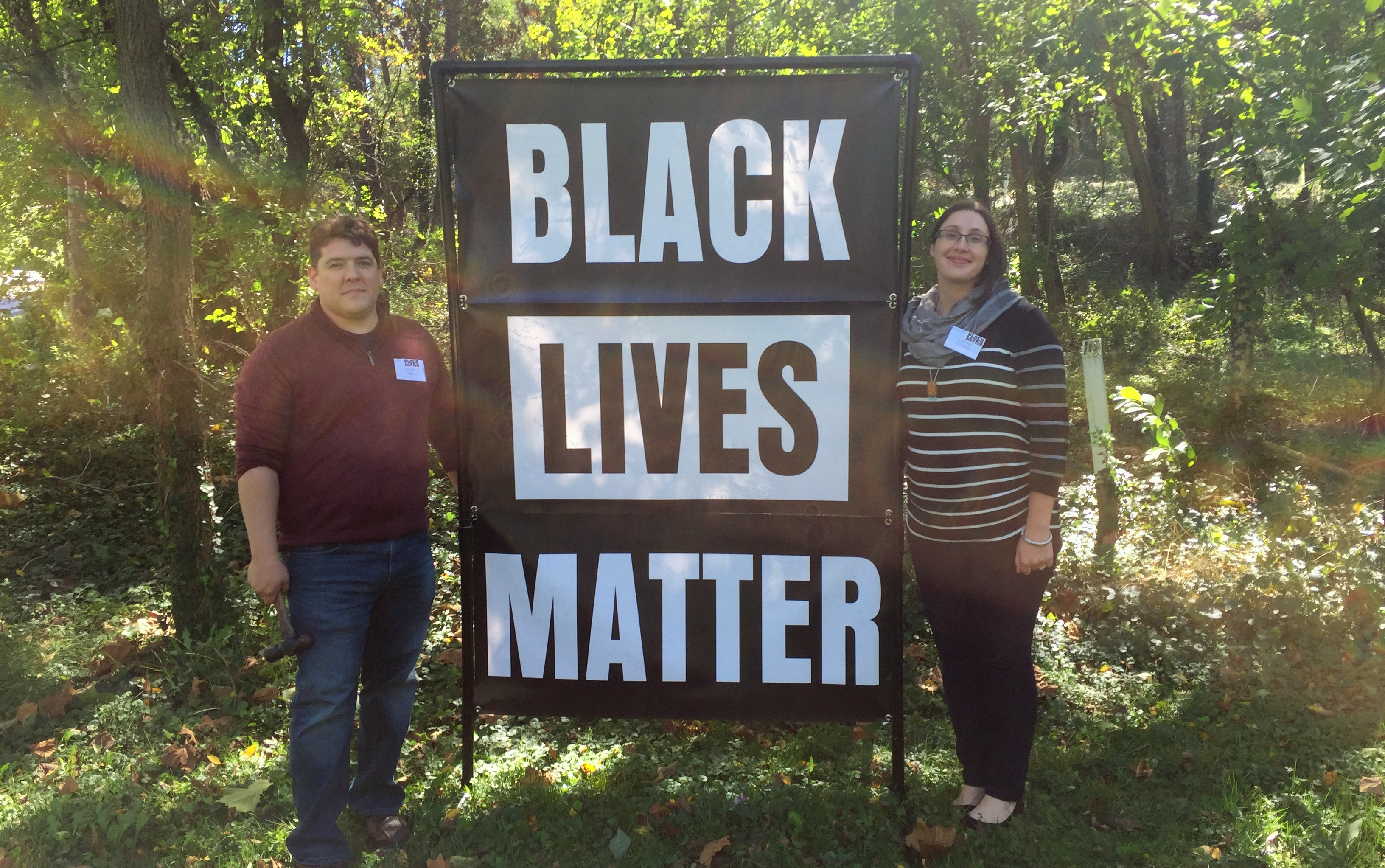 Dave and Justina Toia with the Towson Unitarian Universalist Church's banner. (Stephen F. Pearn-Brown)