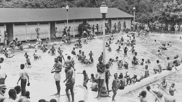 Pool # 2 Druid Hill park Photo by Paul Henderson, c.1948. HEN-01-03-013. Courtesy of the Maryland Historical Society.