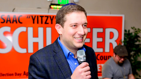 Jonathan Ehrenfeld addresses a fundraiser for candidate Yitzy Schleifer at the Milbrook Banquet Hall. (Facebook)