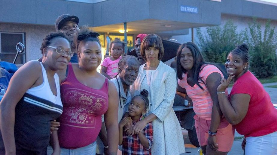 Mayor Catherine Pugh at the Pinderhughes shelter on Labor Day.