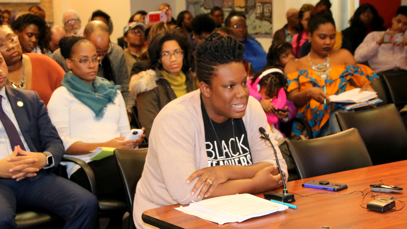 Cristina Duncan Evans addresses school board. (Fern Shen)