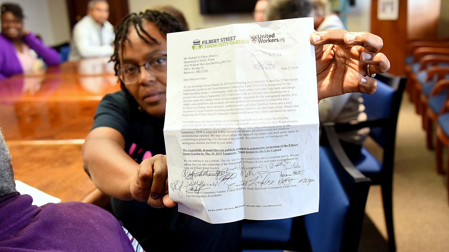 Filbert Street Garden manager Rodette Jones with the letter from DPW. (J.M. Giordano)