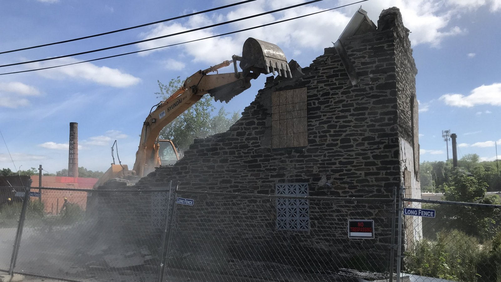 Crews rip down historic stone houses in Baltimore's Woodberry neighborhood. (@sevensixfive)