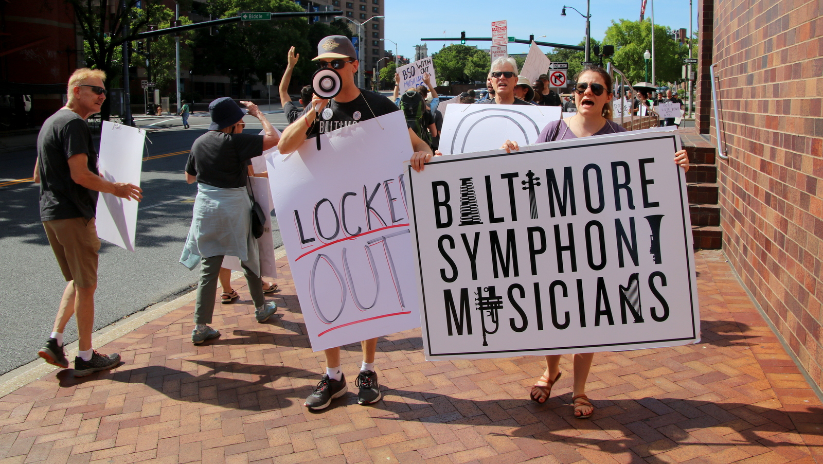 The morning after management announced a lockout, Baltimore Symphony musicians take to the street. (Fern Shen)