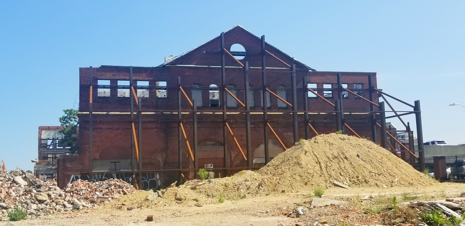 Work on a redevelopment of the Hendler Creamery building has been stalled for months. (Ed Gunts)