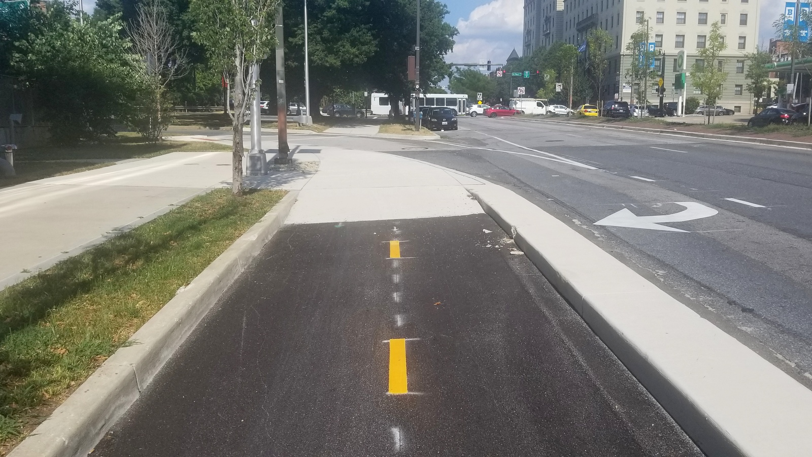One of the spots where the Mount Royal Avenue two-way bike lane just ends - not connecting to other bike infrastructure. (Ed Gunts)