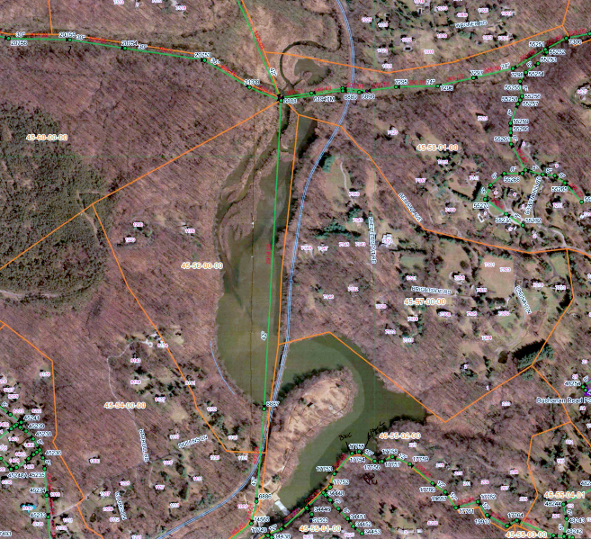 Three major sewer lines – Roland Run, Upper Jones Falls and Towson Run (all in green) – join at the north end of Lake Roland into a single pipe that runs under the lake and parklands. The sewer spill rook place at a manhole at the bottom of this map below the Lake Roland dam. (RK&K,