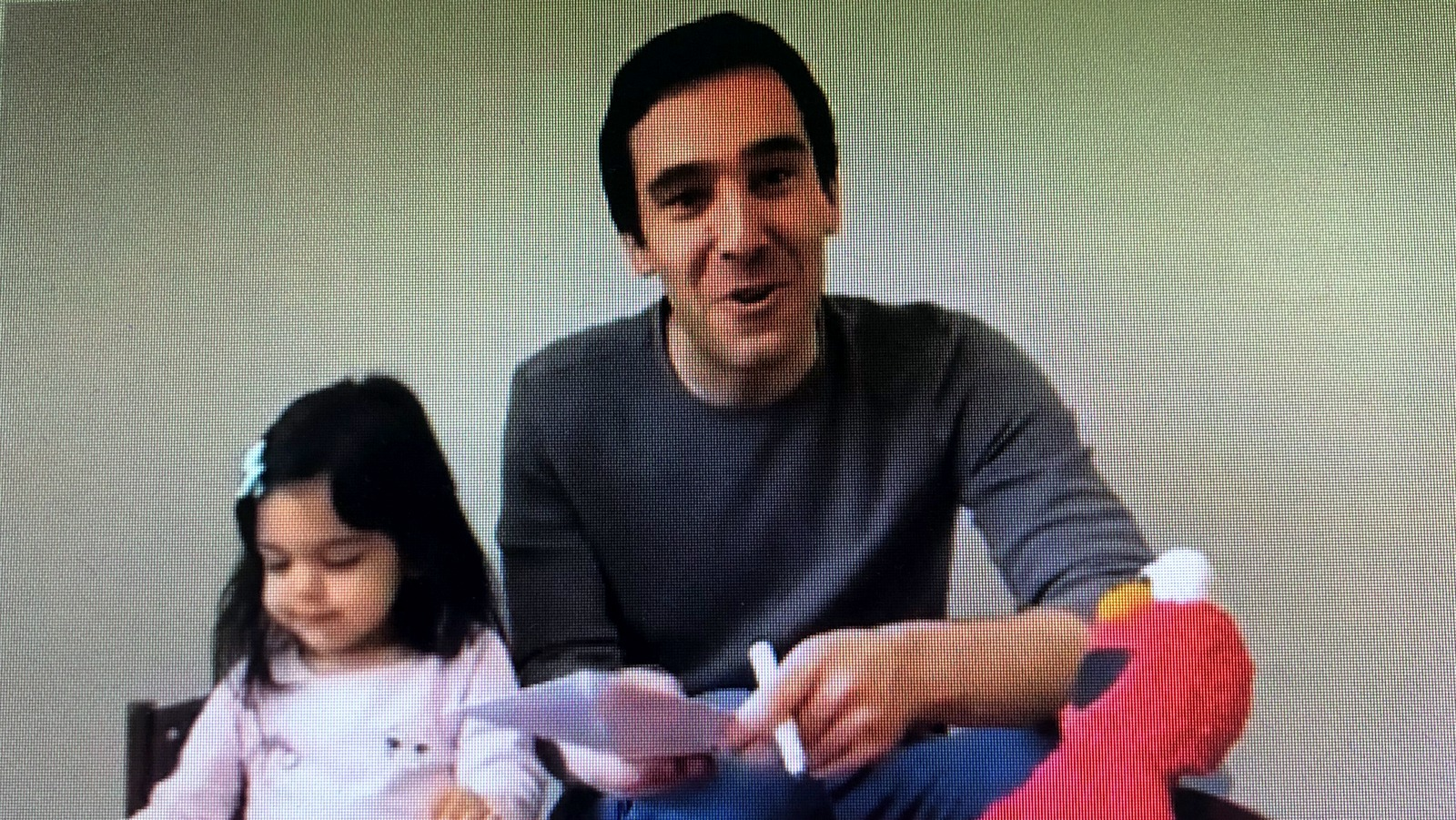 Zeke Cohen enlists his daughter Maya and Elmo for a campaign video. (@Zeke_Cohen)