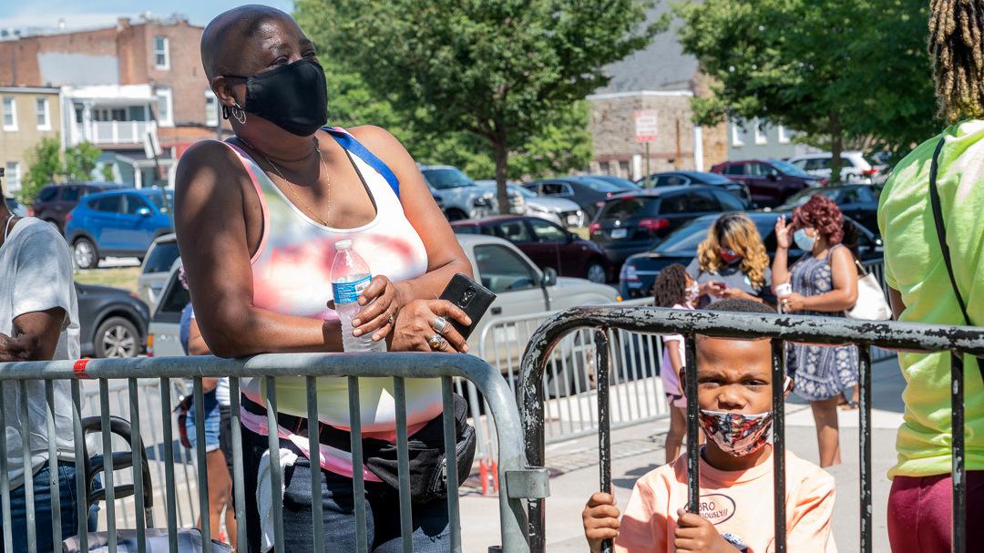 Baltimore City Public School families wait to get computer devices for their children. (Jennifer Bishop)