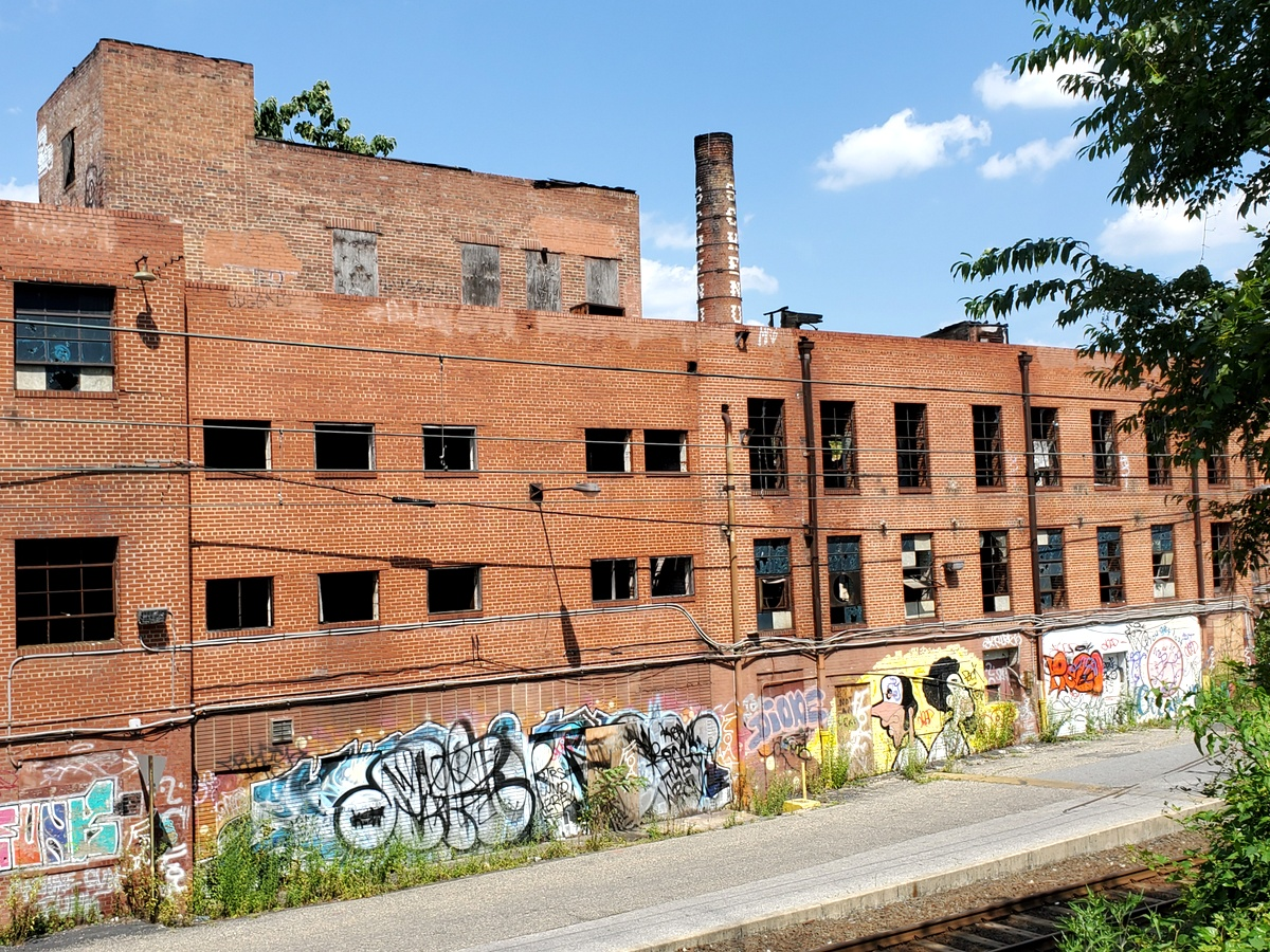 Once a maker of wheelbarrows and patio furniture, the now-vacant factory building fronts the Light-Rail line north of Union Avenue. (Ed Gunts)
