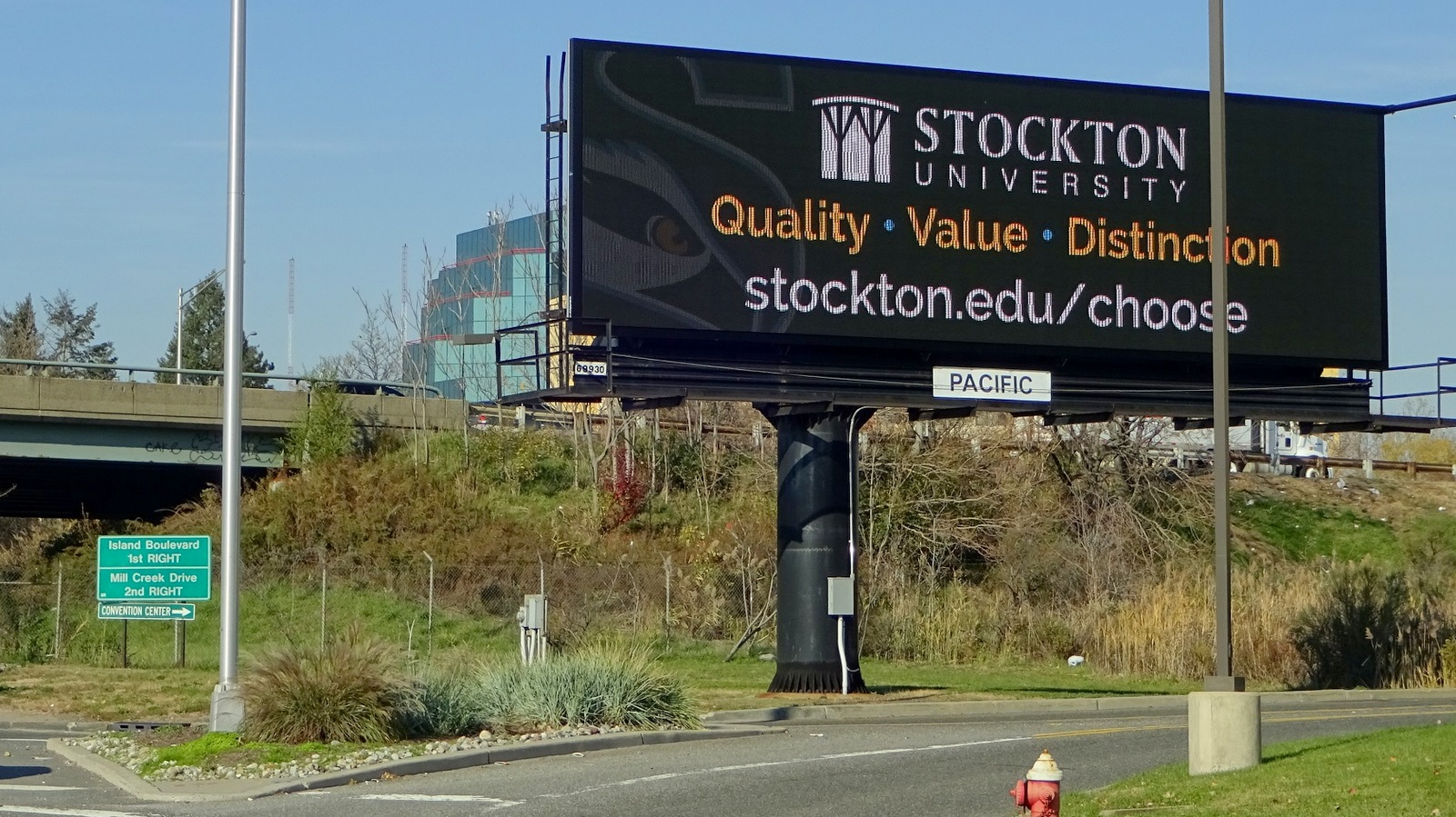 An example of the size of billboards that Joe Jacbos, owners of Pacific Outdoor Advertising, wants erected along railroad rights of way in Baltimore. (poadvertising.com)