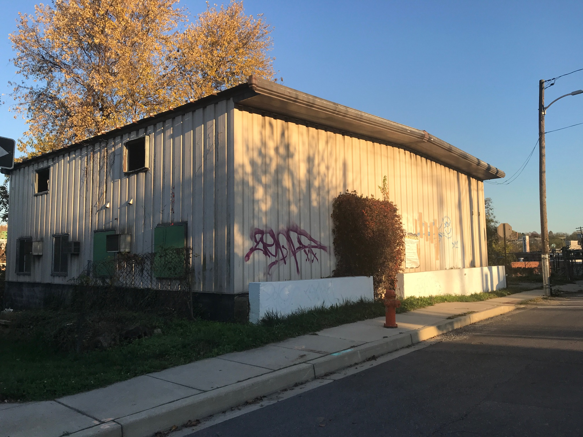 On the site of this small (6,300-square-foot) property, Jennings seeks CHAP approval for a 51-foot-high apartment building. (Mark Reutter)