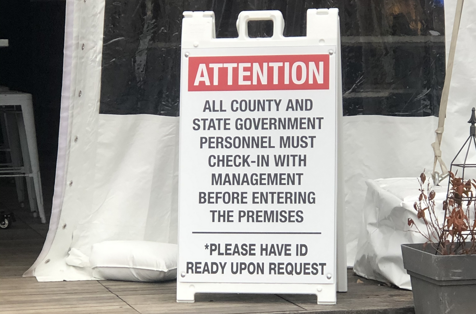 Sign at Ryleigh's Oyster in Timonium warning government employees they must