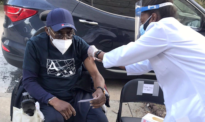 At an event organized by the Vaccine Empowerment Team, seniors receive the Johnson & Johnson vaccine against Covid. (@marlonamprey)