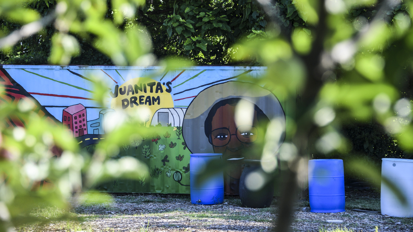 A mural pays tribute to garden founder Juanita Ewell, a formner Cherry Hill Community Development Corp. board member who died in 2015. (J.M. Giordano)